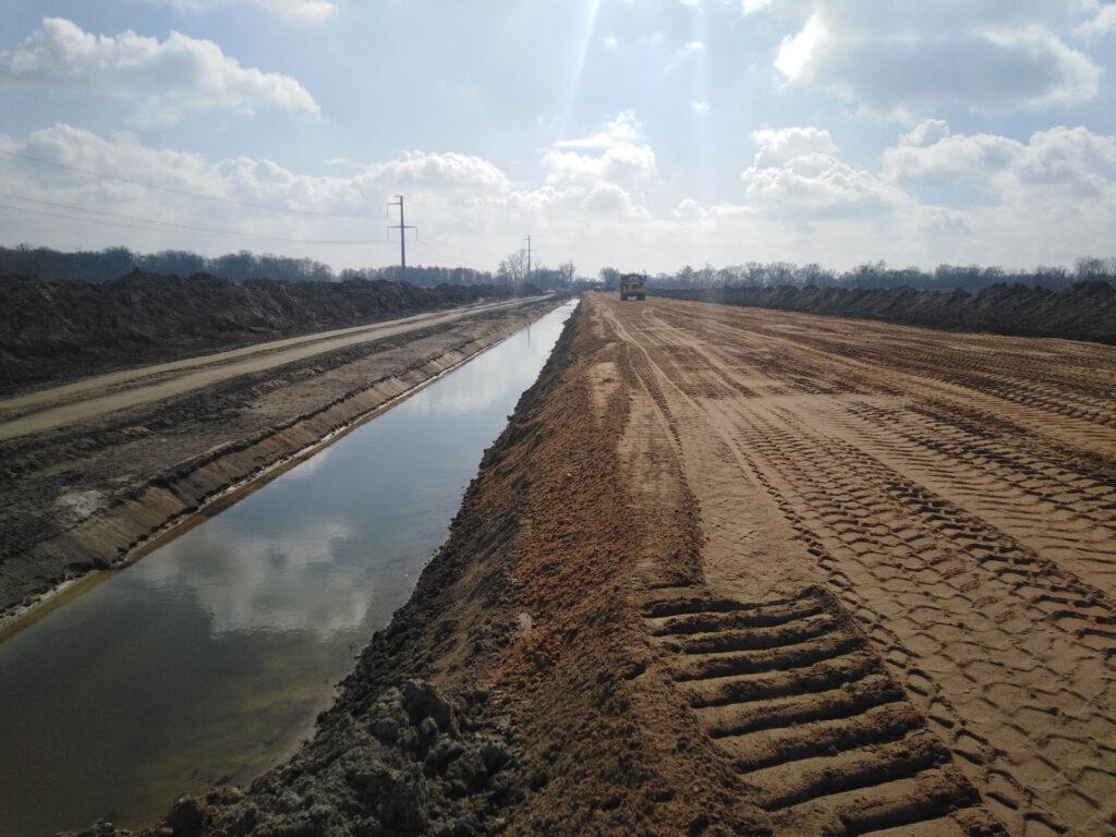 Budowa nasypu Trasa Glowna w km 11800 12000 20210318  1024x768 - Jak idą prace na budowie północnego odcinka wschodniej obwodnicy Wrocławia?